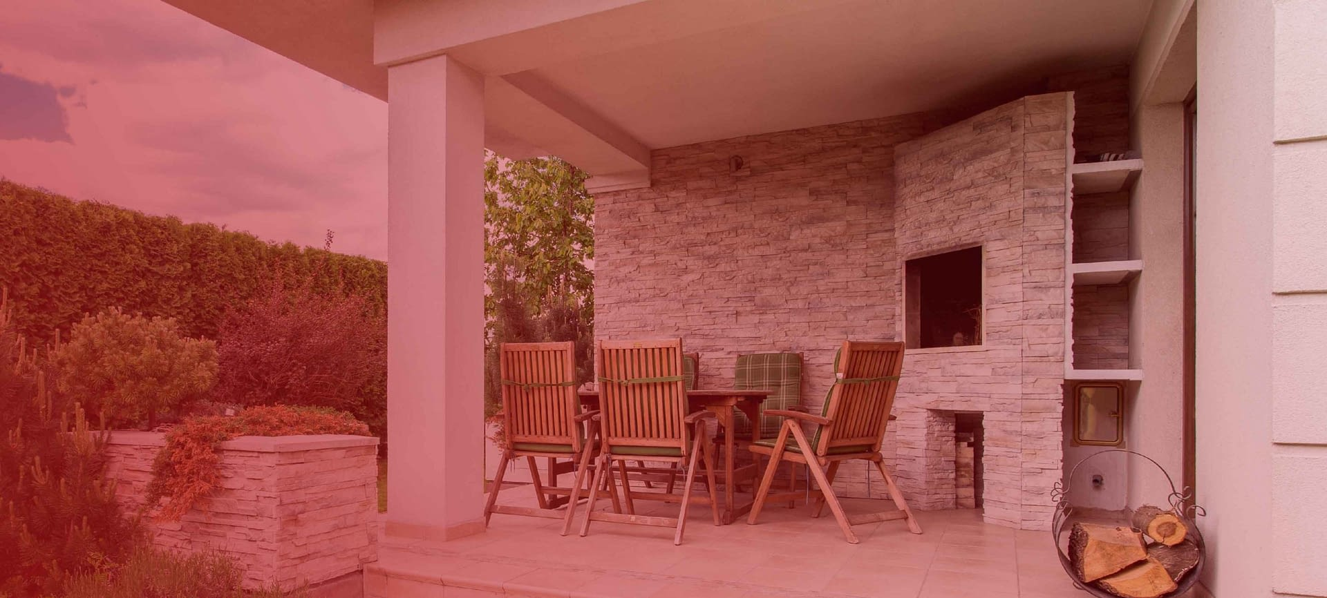 DECORATE FOR OUTDOOR ENTERTAINMENT